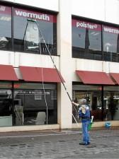 Bodenständiger Fensterputzer